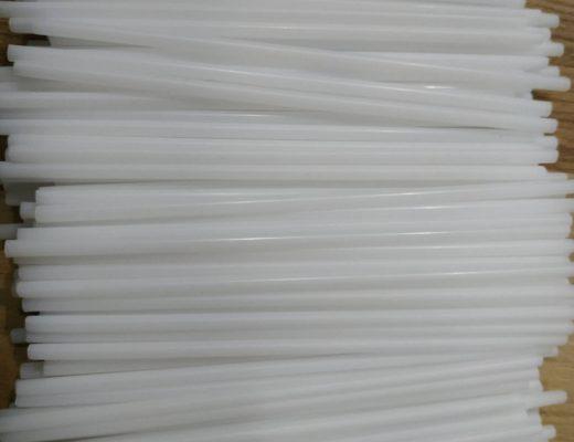Lấy mủ bằng ống là cách khống chế lượng mủ ra dưới 30% so với cạo, phù hợp với người mới bắt đầu phương pháp áp khí. 1 kg ống 2.5 ly 90.000 có 2.800 ống nhỏ, dùng 1 lần rồi bỏ.