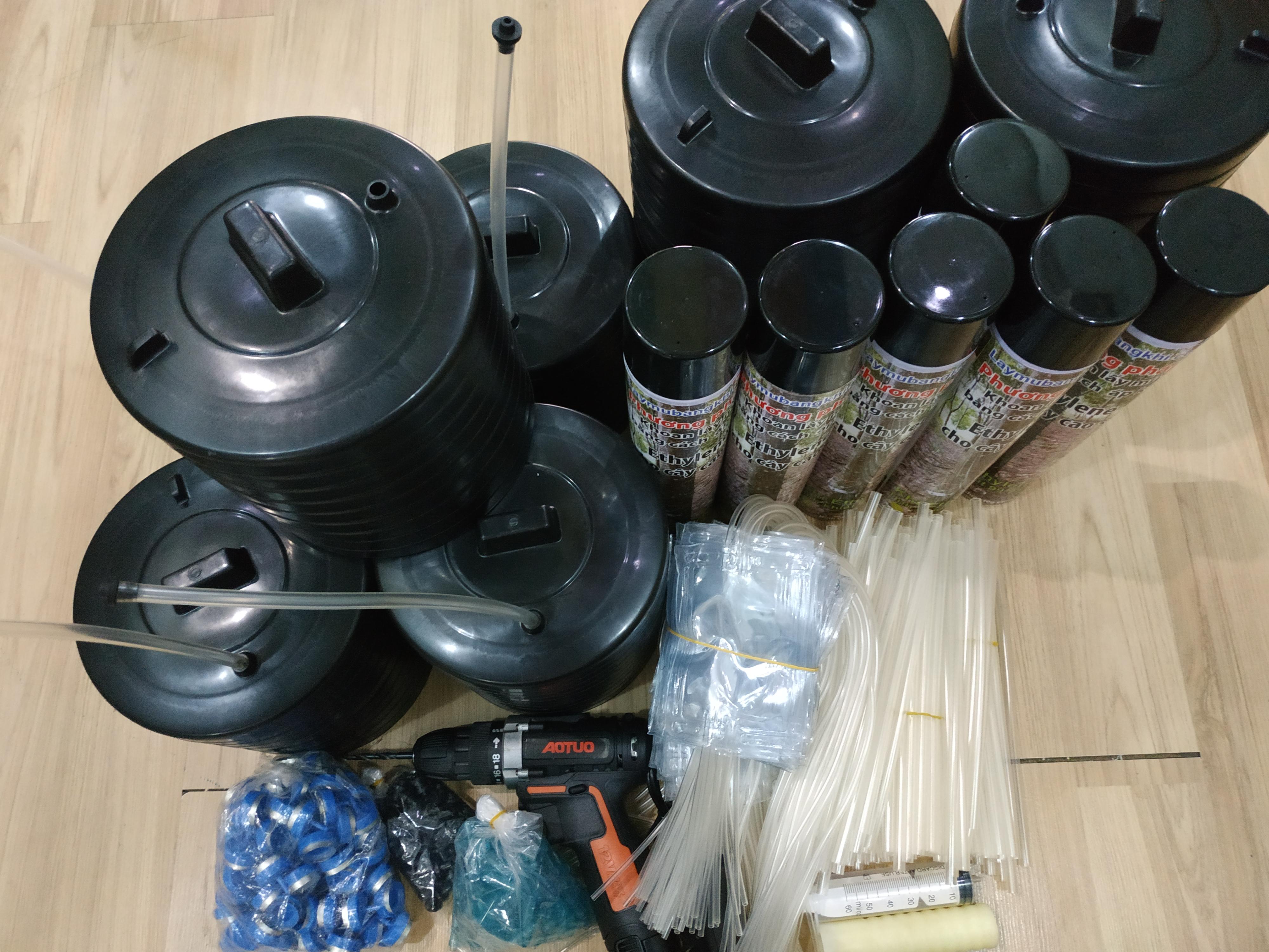 Đơn hàng 100 bộ nắp dày, ống Thái cho phương pháp khoan lấy mủ cao su